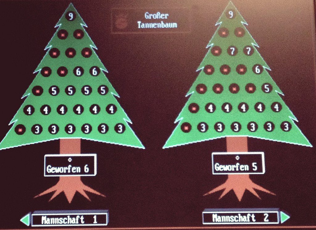 Tannenbaumkegeln: Das Spiel Tannenbaum auf der digitalen Anzeige einer Kegelbahn
